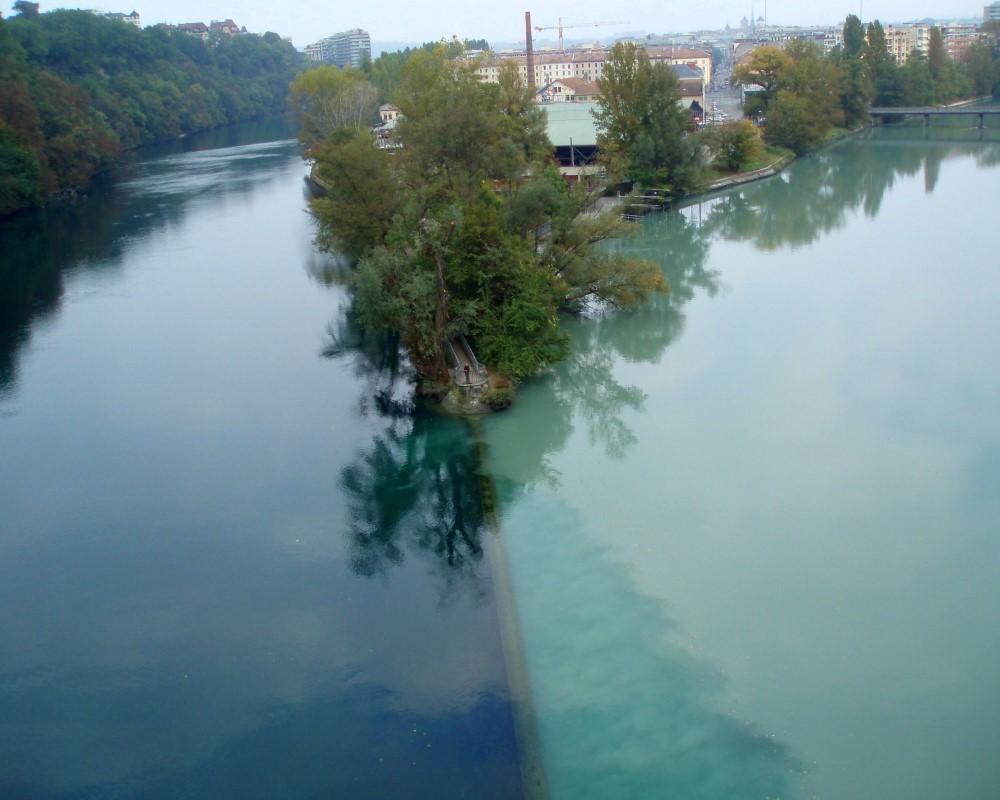 Dòng sông hai màu