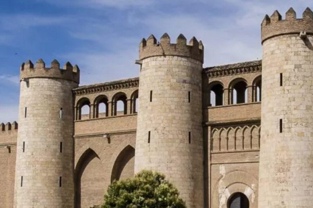 30 caractéristiques ingénieuses trouvées à l'intérieur des châteaux médiévaux les plus épiques du monde