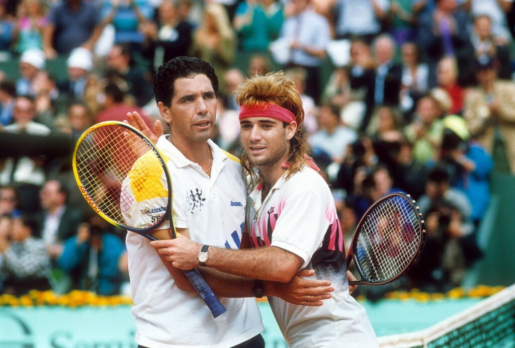 Andrés Gómez defeated Andre Agassi in the 1990 French Open final