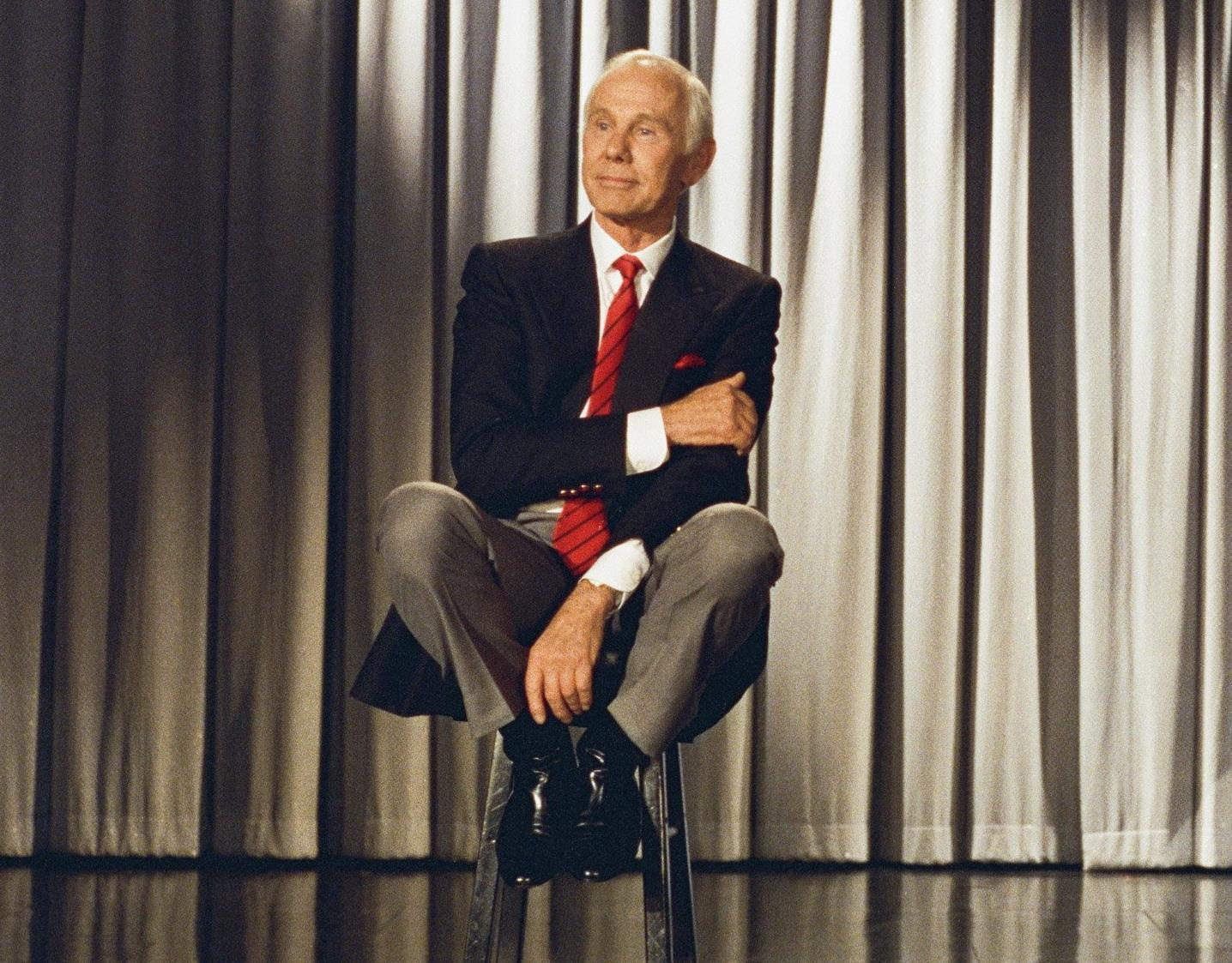 Johnny Carson doing a speech during the last episode of The Tonight Show, 22 May, 1992