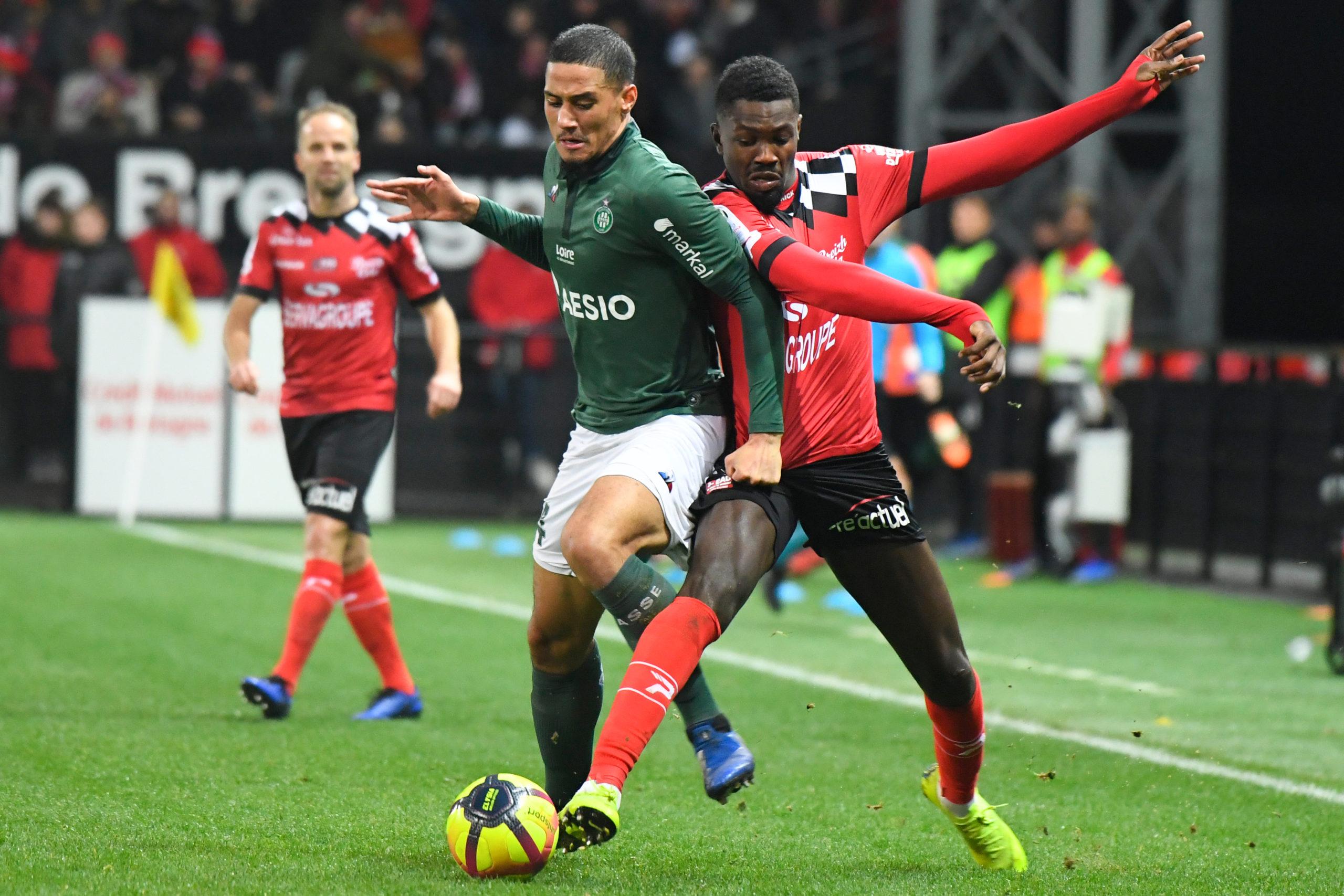 Saliba playing for Saint-Étienne against Guingamp EAG