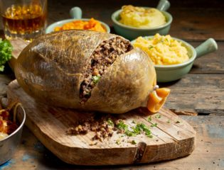 The Mysterious History of Haggis & How It Became a Scottish Tradition