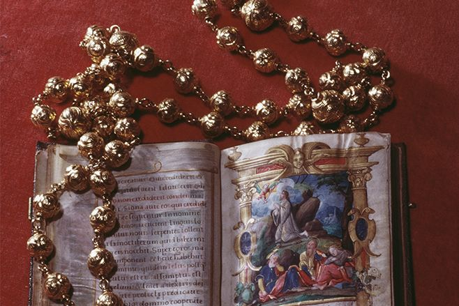 Mary Queen of Scots' gold rosary was stolen
